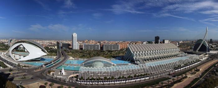 La Ciudad de las Artes y las Ciencias o La Citta delle Arti e delle Scienze è la principale meta turistica di Valencia e una delle principali in Spagna