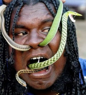 Manoharan, alias Snake Manu, passes two tree snakes through his nostrils in the southern Indian city of Chennai December 20, 2006. REUTERS/Babu (INDIA)