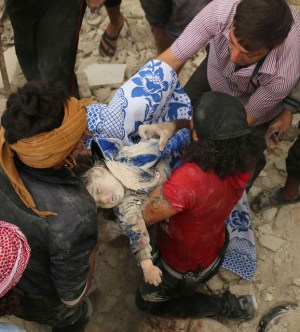 EDITORS NOTE: Graphic content / TOPSHOT - Syrians carry the body of child after pulling it out from under the rubble of a building following bombardment on the al-Marja neighbourhood of the northern Syrian city of Aleppo on September 23, 2016.  Missiles rained down on rebel-held areas of Syria's Aleppo, causing widespread destruction that overwhelmed rescue teams, as the army prepared a ground offensive to retake the city.  / AFP / AMEER ALHALBI