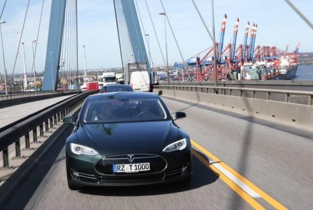 Tesla Köhlbranbrücke