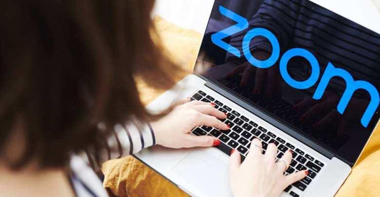 كيفية تشغيل / إيقاف تشغيل الإخطارات الصوتية في Zoom