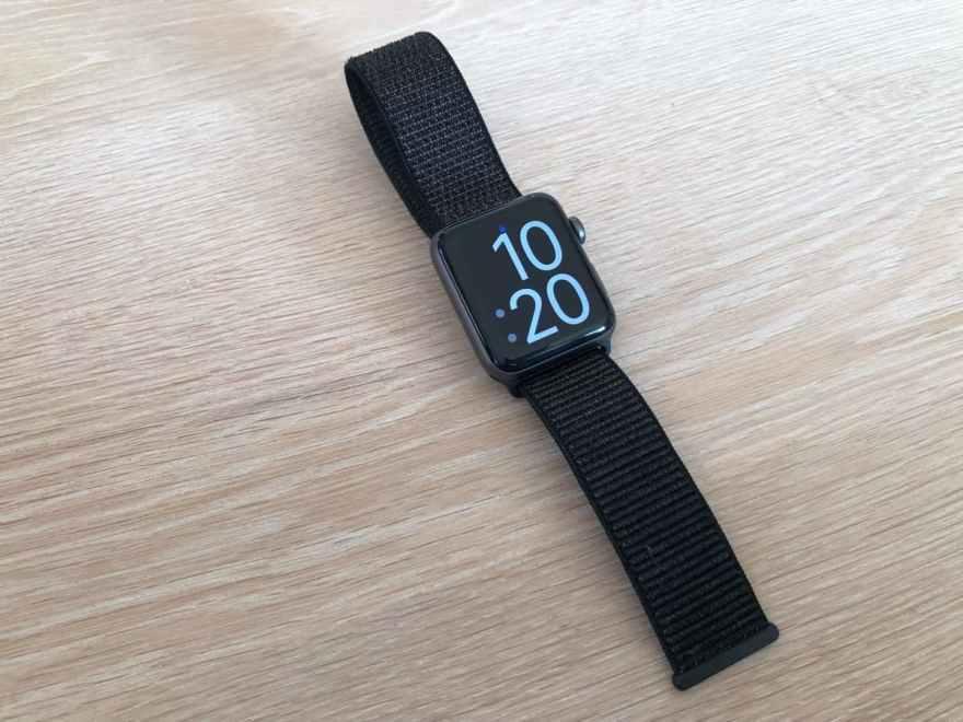 Apple Watch スポーツループ 見た感じ