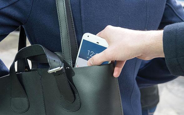 لماذا لم نعد نرى البطاريات القابلة للإزالة في الهواتف؟ إليك الإجابة