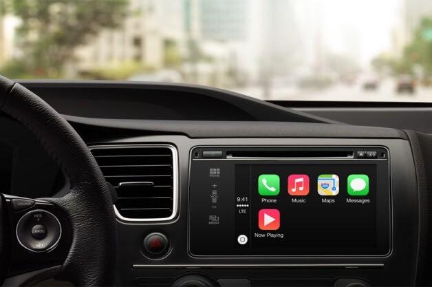 Mercedes eski model araçlarına da CarPlay'i uygulayabilmenin yolunu arıyor.