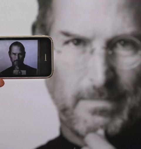 Стив Джобс и iPhone
