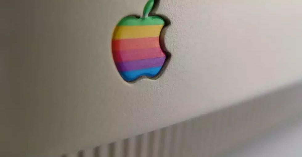 Один из старых логотипов Apple