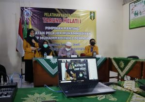 Perdana! IPM SMP Muhammadiyah 2 Denpasar Selenggarakan PKDTM I Secara Daring