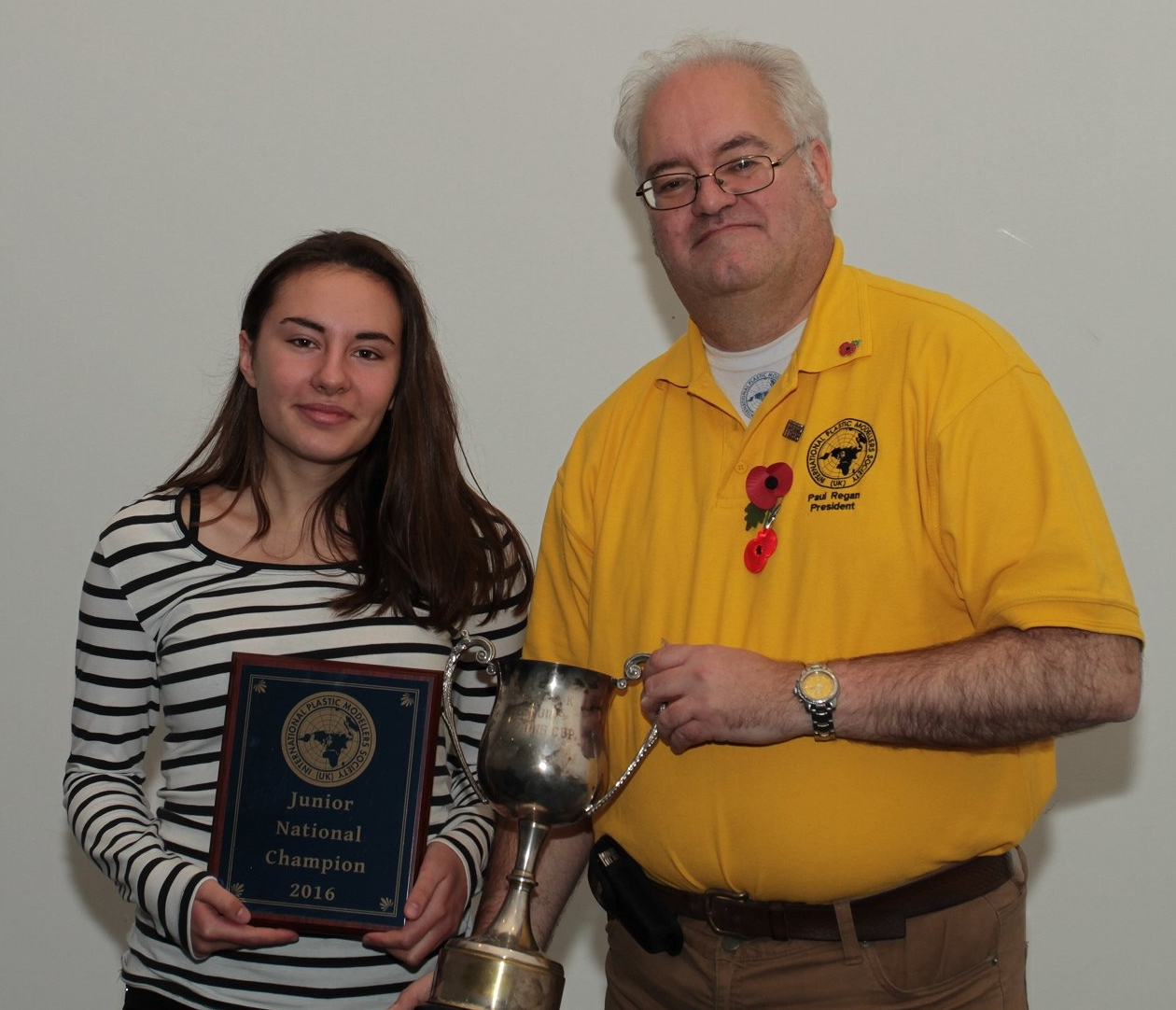 SMW 2016 Junior Best of Show winner Pavlina Samalova receiving her award from IPMS(UK) President Paul Regan