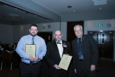 Scale ModelWorld 2016 - Kit Swap team Mark Stevenson & Chippy Carpenter receive Achievement Certificates from Paul Regan - Photo John Tapsell