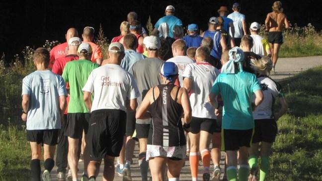 biegacze na trasie biegu