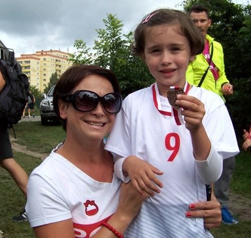 Mała biegaczka Ola z mamą