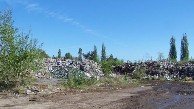 nielegalne wysypisko śmieci przy ul. Kamiennej w Policach