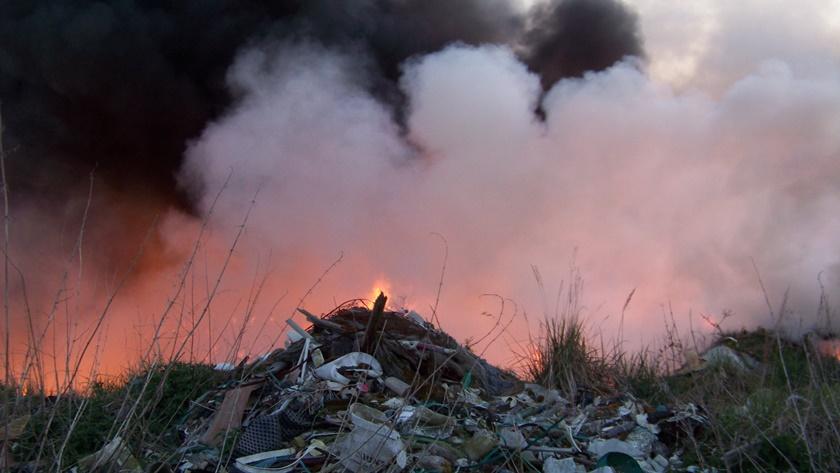 pożar na wysypisku przy ul. Kamiennej w Policach
