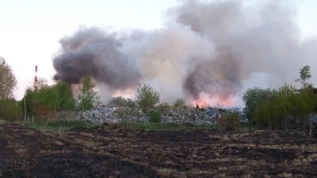 pożar wysypiska śmieci pozostawionych przez firmę Ecorama przy ul. Kamiennej w Policach