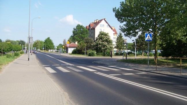 przejście dla pieszych na ul. Piłsudskiego przy skrzyżowaniu z ul. Przybora