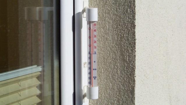 termometr za oknem