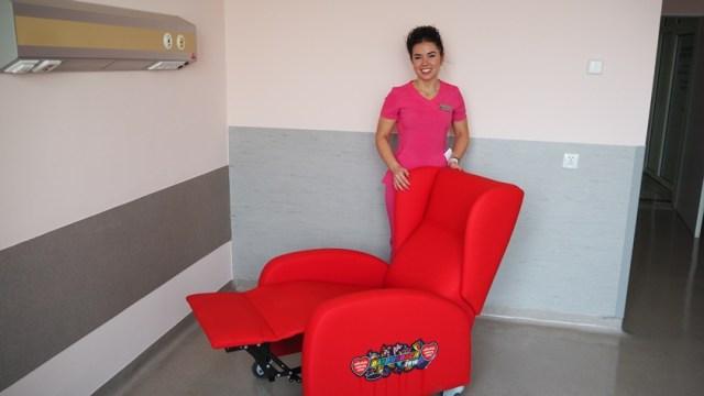 fotel od WOŚP i położna