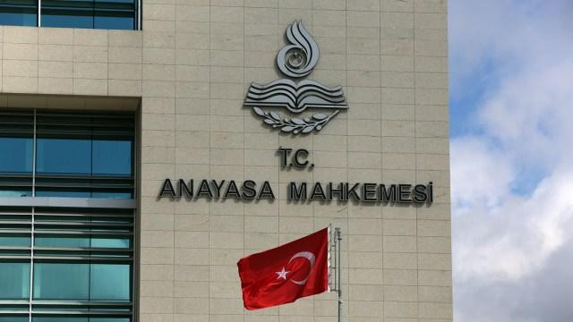 Anayasa Mahkemesi onunde balyoz davasi avukati sule nazlioglu'nun baslattigi Adalet Nobeti devam ediyor. 7 mayis 2014 / ali unal