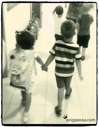Η ζωή στην ξενιτιά είναι γεμάτοι μικρούς αποχωρισμούς. Συμμαθητές έρχονται και φέυγουν, δάσκαλοι, φίλοι. Ευτυχώς τα παιδιά προσαρμόζονται πιο εύκολα απ'οτι εμείς οι μεγάλοι!
