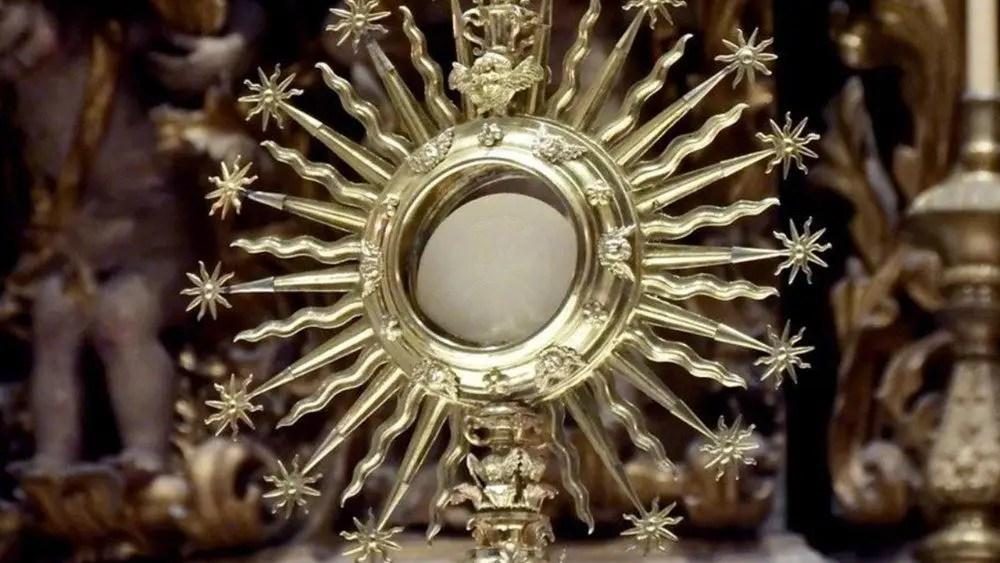 """Read more about the article Benedetto XVI: """"L'Eucaristia è all'origine di ogni forma di santità"""""""