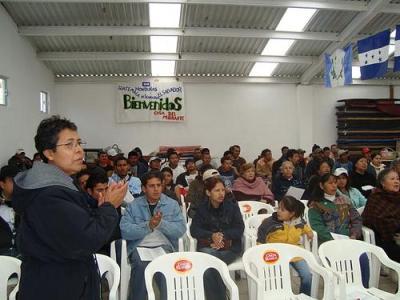 Migrants prepare for an orientation at Belen, Posada del Migrante. Photo by Humanidad sin Fronteras.