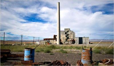 An unused plutonium reactor in Washington State. Photo by Stuart Isett (NY Times)