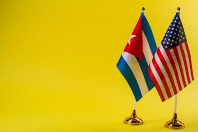 us-cuba-flags