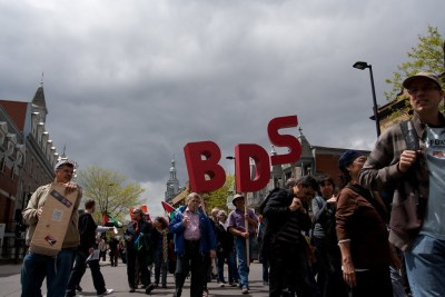 protesters-march-with-bds-signs