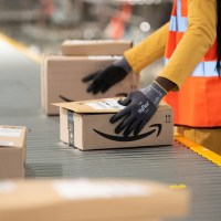 amazon warehouse workers