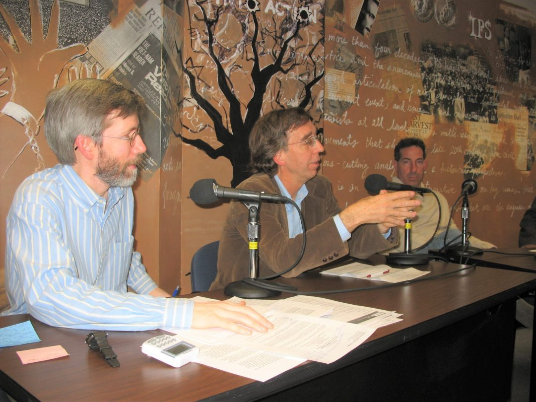 Steve Cobble analyzing the results of the 2006 election, with IPS Director John Cavanagh (l.) and Rep. Jamie Raskin (r.).