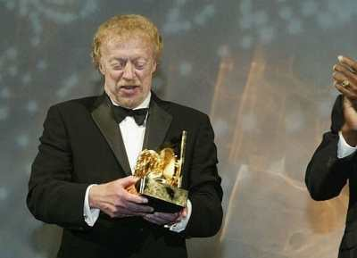 phil knight accepting an award