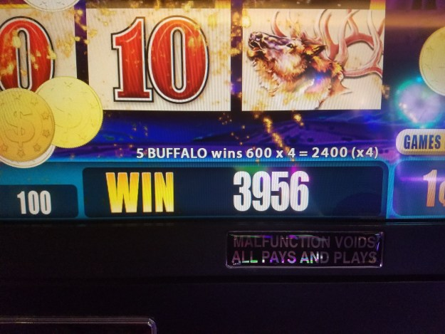 California Las Vegas Buffalo slot machine win 2400 x 4
