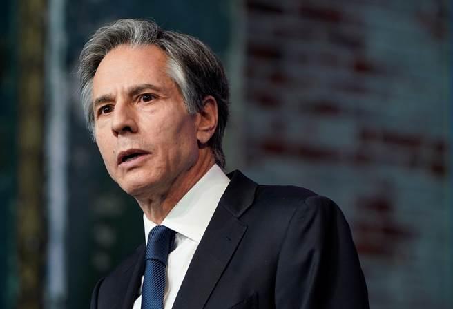 玩出新花样,解放军装备新型火箭炮,射程300公里堪比导弹