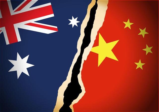 被中国军舰一路紧盯!英航母舰长首谈过南海经历,中国海军获认可