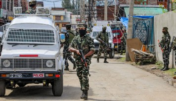 Srinagar: Security personnel cordon off the area and search for militants after a grenade attack on the force at Channapora in Srinagar, Friday, Sept 10, 2021. A CRPF Jawan and a lady got injured in the attack. (PTI Photo)(PTI09_10_2021_000153B)