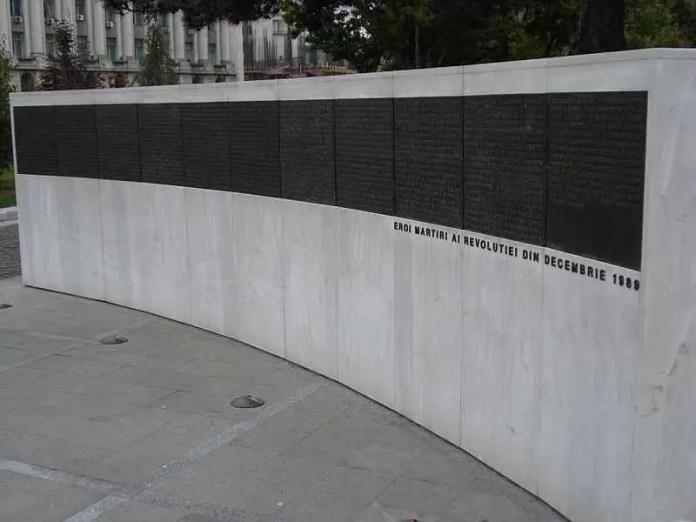 800px-Memorialul_Renasterii_zid