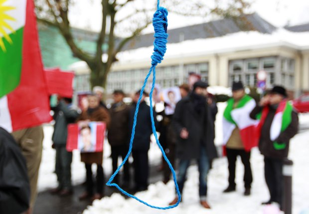 Iranian exiles shout slogans in front of a mock gallows to protest against executions in Iran during a demonstration outside the Iranian embassy in Brussels December 29, 2010. REUTERS/Francois Lenoir (BELGIUM - Tags: CIVIL UNREST POLITICS) - RTXW2SD