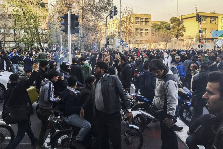 171231-iran-tehran-protests-se-852a_2eb3b0eb2d39f6005162819a6c3a7524.nbcnews-ux-2880-1000