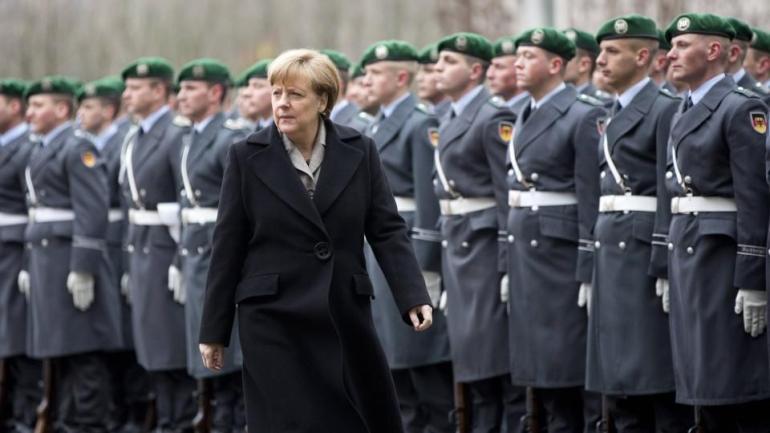 angela-merkel-haelt-deutschen-beitrag-der-bundeswehr-im-anti-terror-kampf-gegen-den-is-fuer-erfolgreich