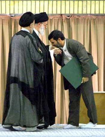 Ahmadinejad%20kissing%20Khamenei%20hand.jpg