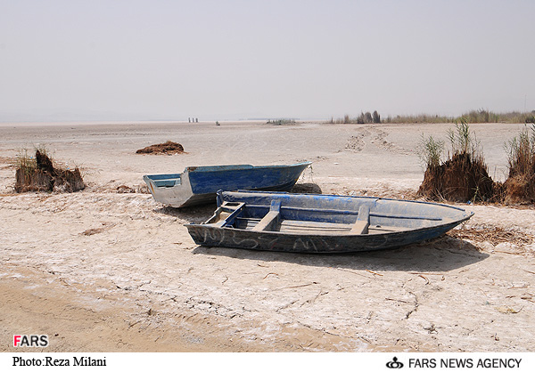Parishan_Lake_-_Fars_7.jpg