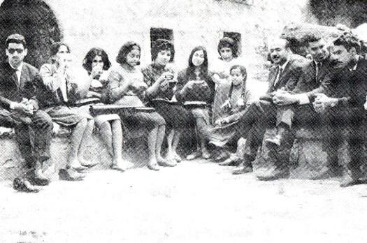 في مزار الشيخ عَدي بن مسافر في الموصل سنة 1968م