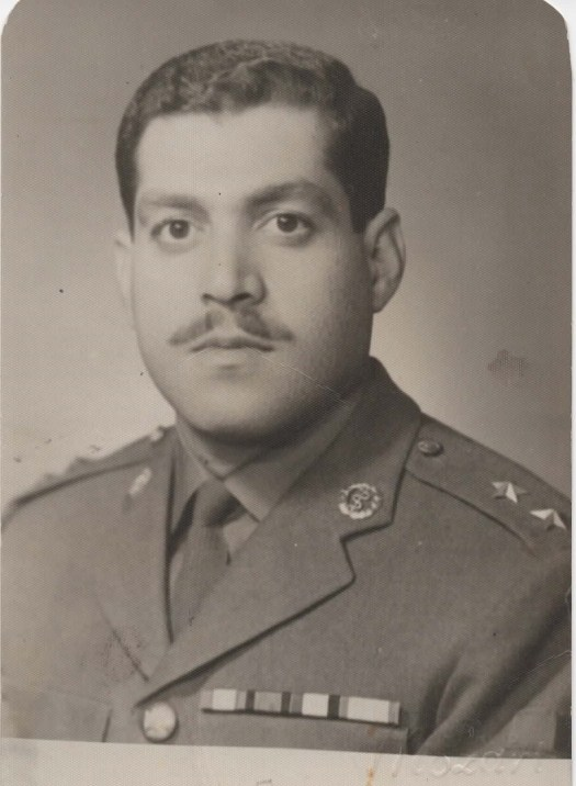 كانون أول عام 1967 بعد منحه الرتبة العسـكرية ملازم أول طبيب