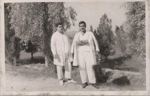 في مسـتشـفى التويثه عام 1966 – أثناء داء الكوليرا مع الدكتور المرحوم صباح العّزاوي (على اليمين)