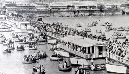 كان فريق إريكسون يستوحى تصميماته من الجسور العائمة وقوارب القصب التي كانت تربط سابقًا بين نصفي المدينة