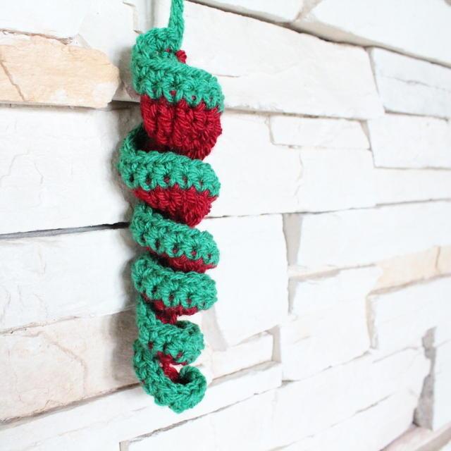 12 Crochet Christmas Ornaments