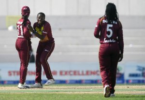 Windies win super over thriller to go 2-0 up against Pakistan