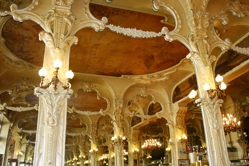 le Grand CafŽ ,bar-brasserie ˆ Moulins