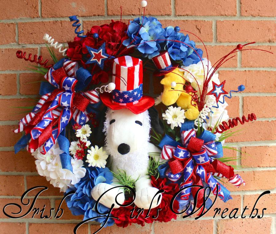 Large Snoopy & Woodstock Patriotic Wreath