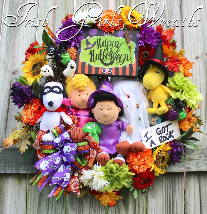Deluxe Peanuts Gang Happy Halloween Wreath